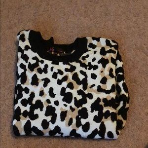 Tops - Cheetah print sweater